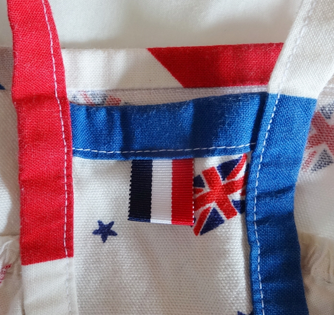 手作り犬服、ロンドン五輪(ユニオンジャック)日の丸の前側