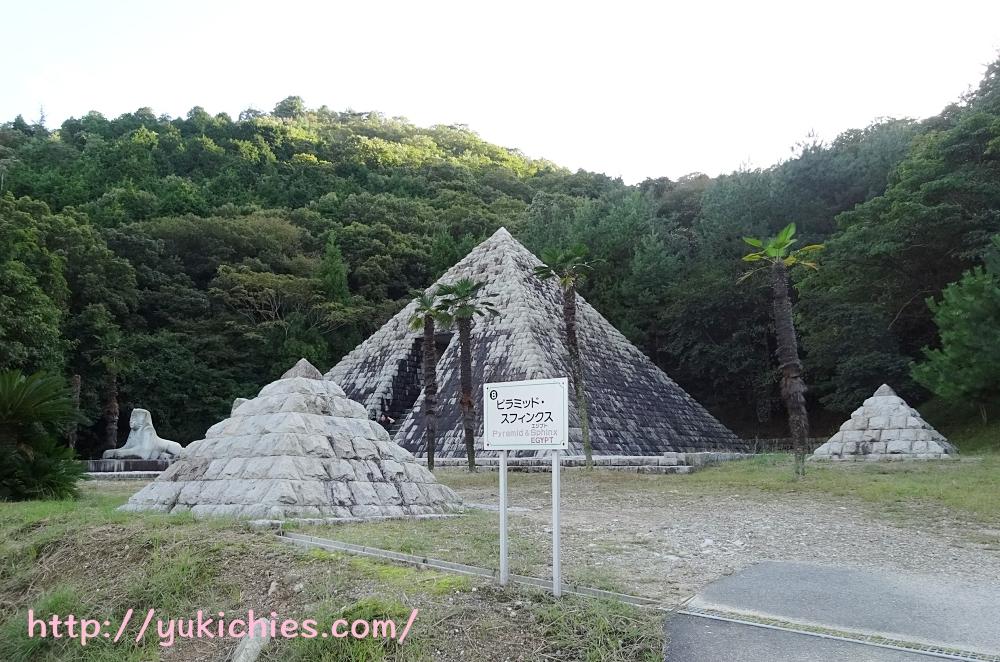 石のエリア スフィンクスとピラミッド