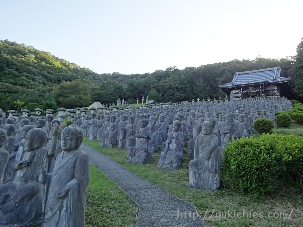 兵庫県姫路市にある鶏足寺と五百羅漢とピラミッド