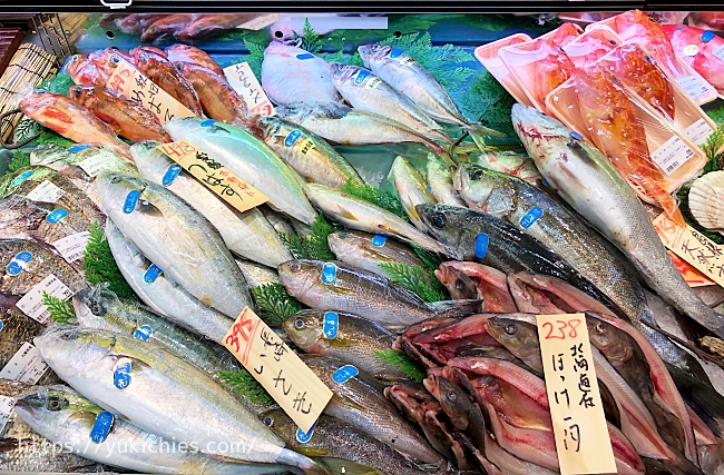 鮮魚売り場 鯛やつばすや鯵